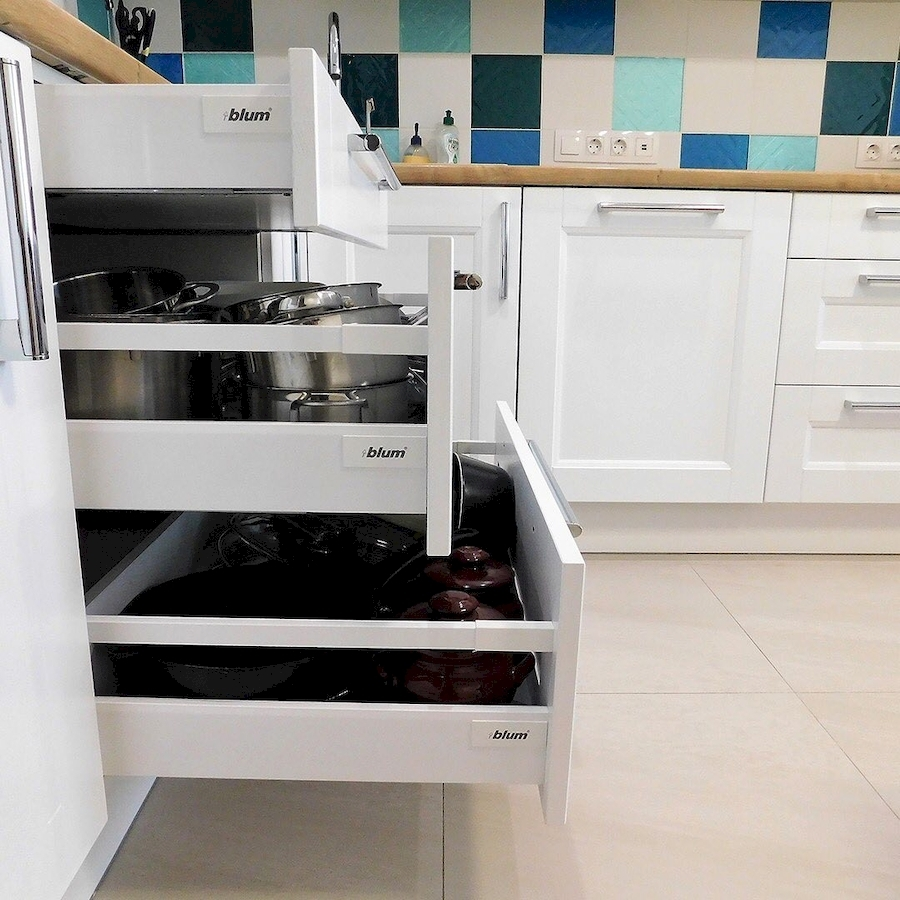 Белый кухонный гарнитур-Кухня МДФ в эмали «Модель 591»-фото8